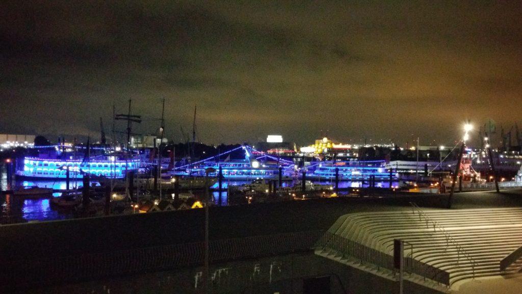 St. Pauli Landungsbrücken bei Nacht