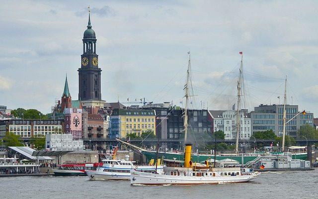 10 Dinge, die ihr über den Hamburger Hafen wissen solltet